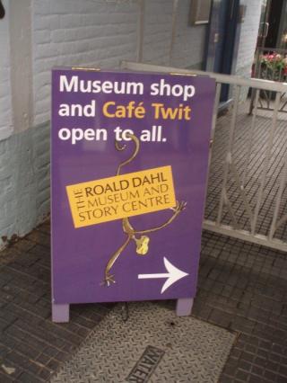Dahl - Cafe Twit sign